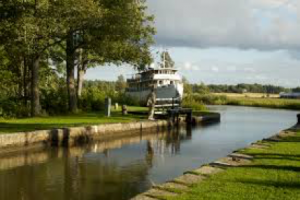 borton-gota-canal-cruise